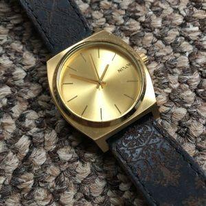 Brown Leather Damask Band Nixon Time Teller Watch